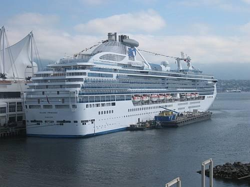 een cruiseschip aan de terminal in Vancouver